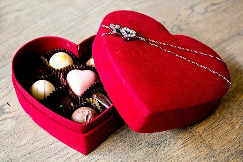 วิธีการเลือกของขวัญสื่อความรักที่ตรึงใจ